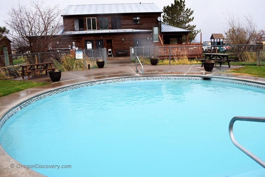 Grande Hot Springs - Swimming Pool